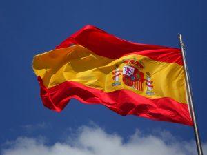 Vox propone que las banderas oficiales ondeen a media asta