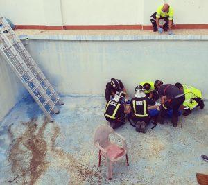 Un hombre se rompe la cadera al caer a una piscina vacía en Cieza